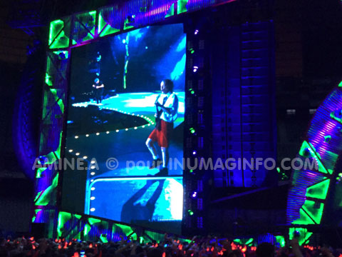 ANGUS YOUNG GUITARISTE AC/DC © REPORTAGES VIDEO-PHOTO - inumaginfo.com